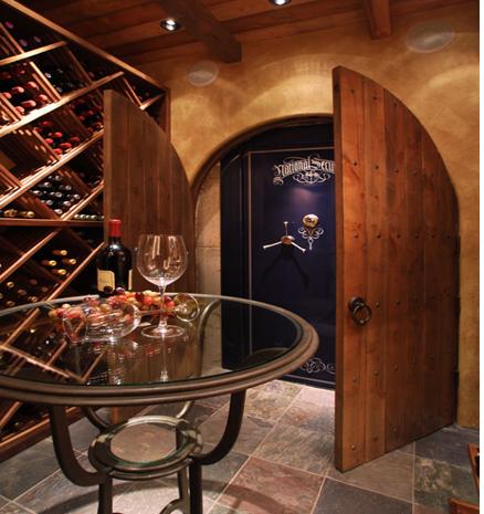 Có quá nhiều không gian bí mật ở hầm rượu này nhỉ?