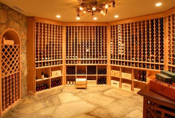 Một hầm rượu ấn tượng với lối thiết kế cổ điển