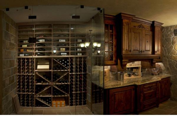 Kính ngăn cách phòng bếp và phòng rượu! Một ý tưởng hay đối với những không gian nhỏ hẹp