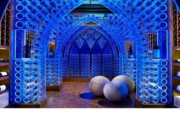 Một hầm rượu với ánh sáng kì diệu