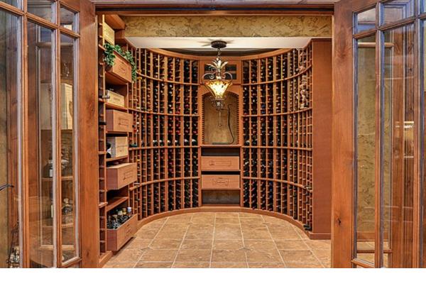 Hầm rượu được thiết kế theo phong cách truyền thống