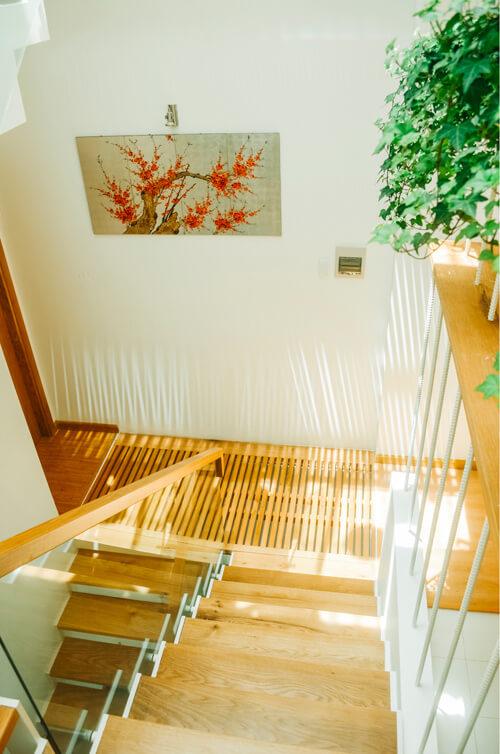 cầu thang gỗ đẹp và thân thiện