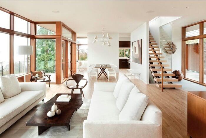 Mẫu 7 - Cầu thang ở phòng khách