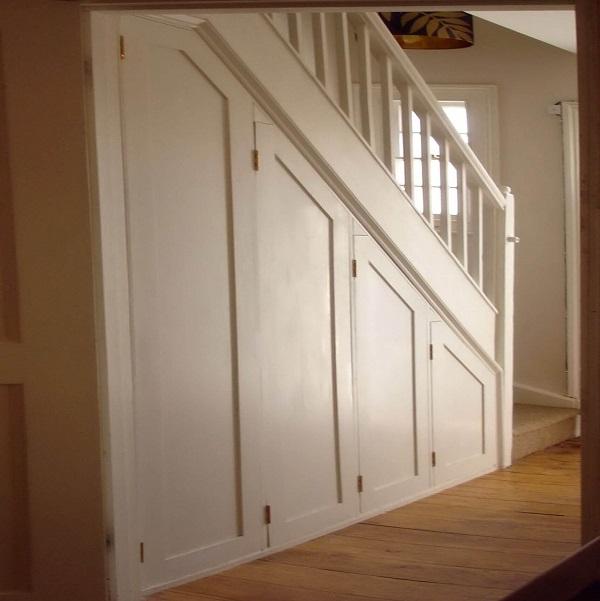 Mẫu 22 - Tủ lưu trữ đồ gầm cầu thang đẹp bằng gỗ tự nhiên