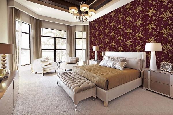 Ý tưởng 21  Phòng ngủ sang trọng với giấy dán tường màu đậm kết hợp hoa văn cầu kỳ