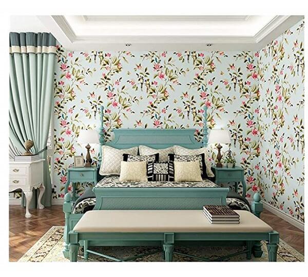 Ý tưởng 3 - Trang trí phòng ngủ sử dụng giấy dán tường họa tiết hoa bắt mắt