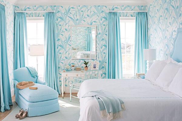 Ý tưởng 9  – Sử dụng giấy dán tường phòng ngủ màu xanh dịu nhẹ