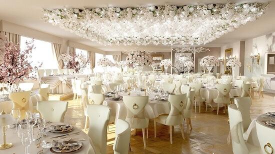 Ý tưởng 27 trang trí tiệc cưới đẹp với màu trắng và hoa hồng
