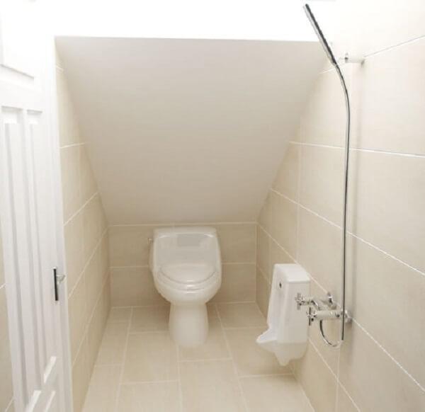 Nhà vệ sinh bố trí dưới gầm cầu thang