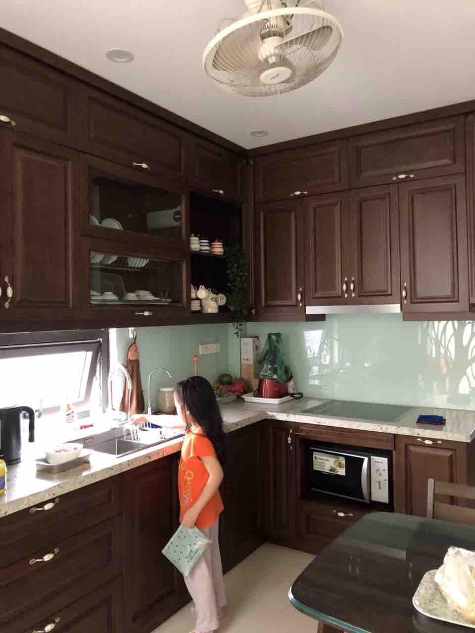 Tủ bếp của Nội Thất Trẻ Việt Nam sử dụng sơn Inchem vẫn đẹp và sang như mới sau 5 năm sử dụng tại nhà một khách hàng