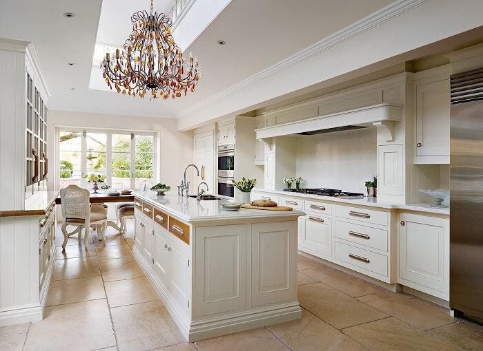 Mẫu thiết kế nội thất phòng bếp cổ điển châu Âu
