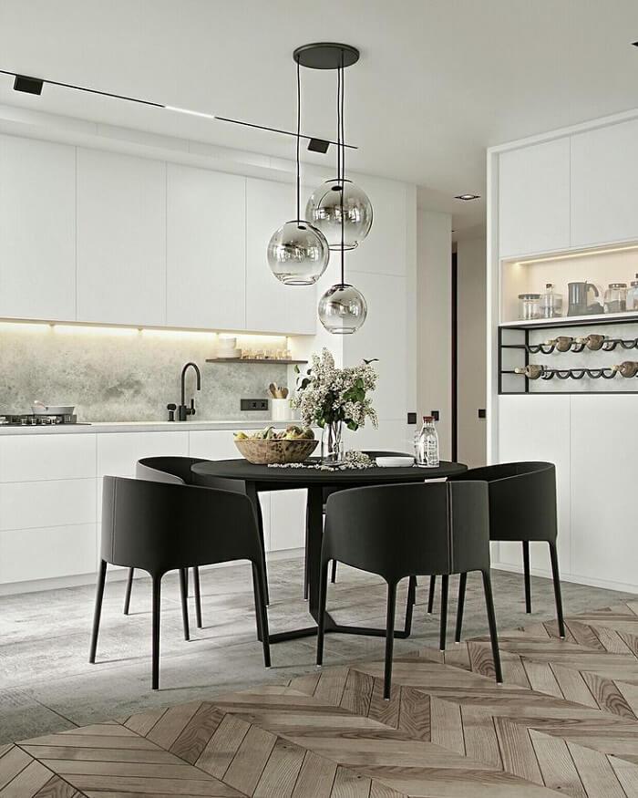 Hình ảnh phong bếp đẹp với màu trắng đen và sàn gỗ