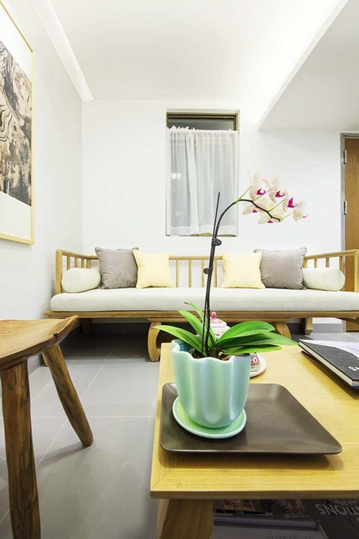 Điểm nhấn từ vật dụng nhỏ xinh như tranh treo tường, chậu hoa trên bàn