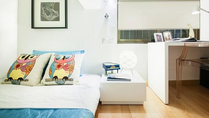 Phòng ngủ cua con được bố trí thêm bàn học xinh xắn
