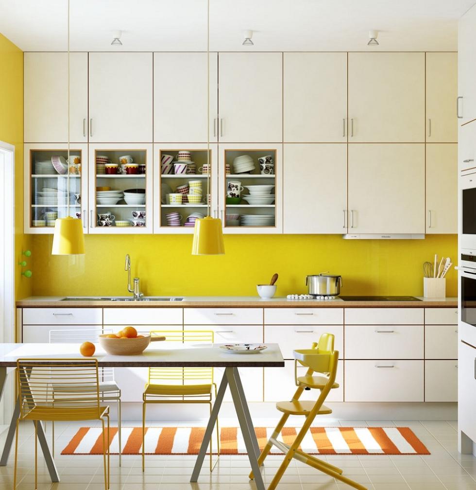 Nhà bếp tông vàng ấm áp