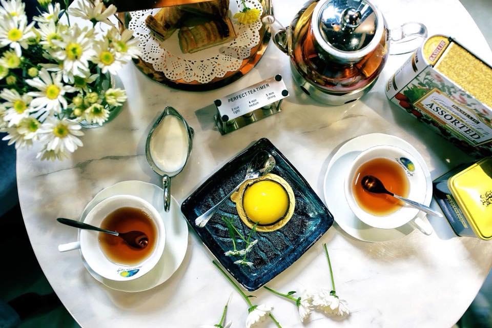 bàn trà tại villa des fleurs
