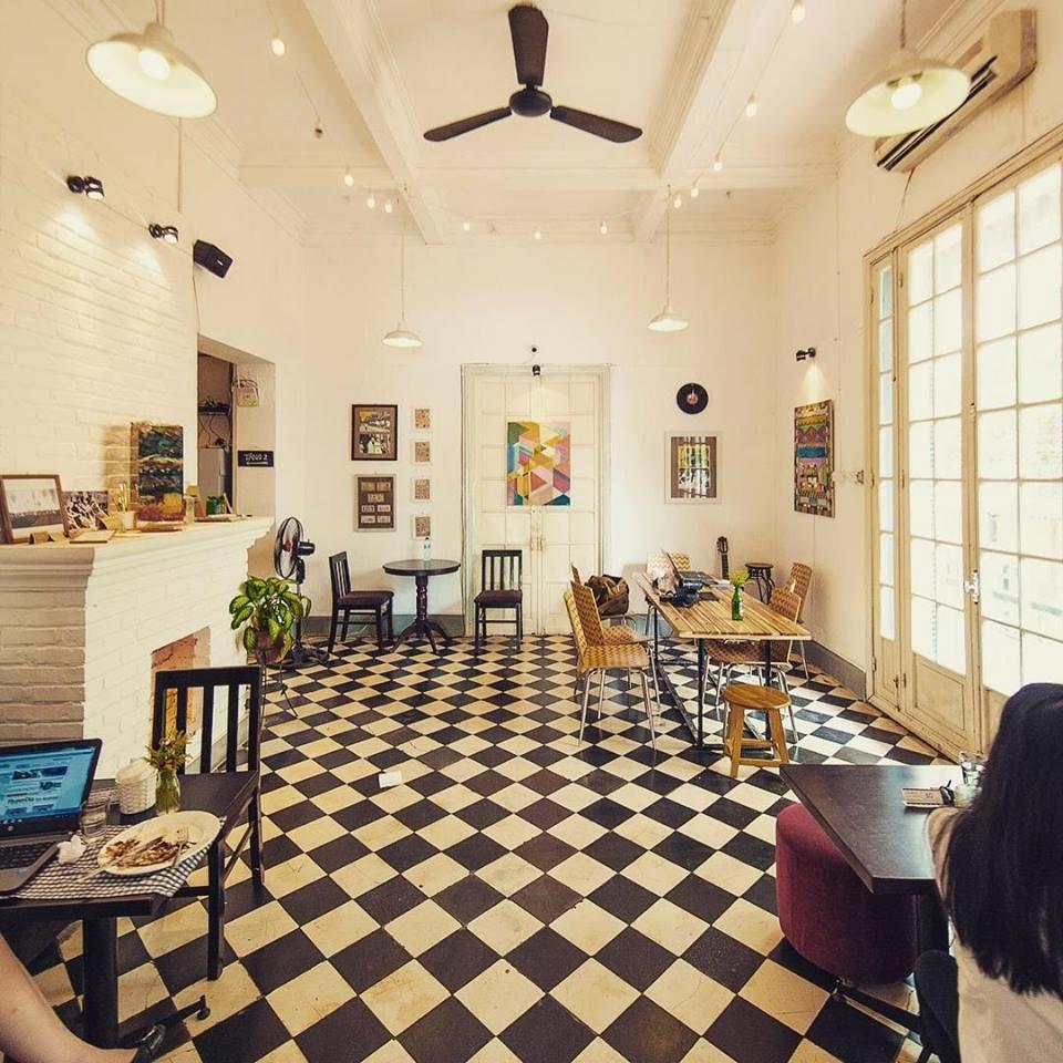 Thiết kế nội thất bên trong quán café tầng trệt cosmo
