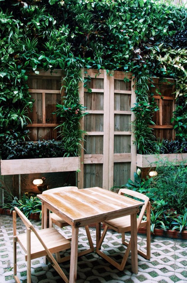nhà 9NCK cafe với thiết kế mang hơi hướng thiên nhiên xanh mát