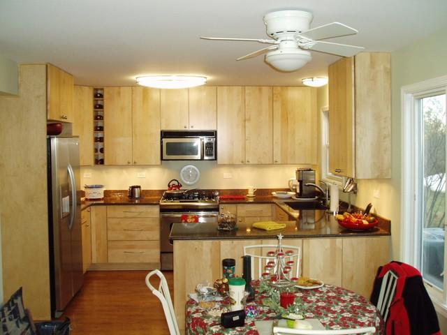 Sử dụng đảo bếp nhỏ bằng gỗ tự nhiên cho phòng bếp 10m2
