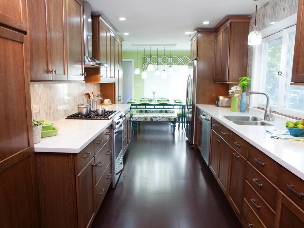 Mẫu phòng bếp được làm từ gỗ tự nhiên rất sang trọng
