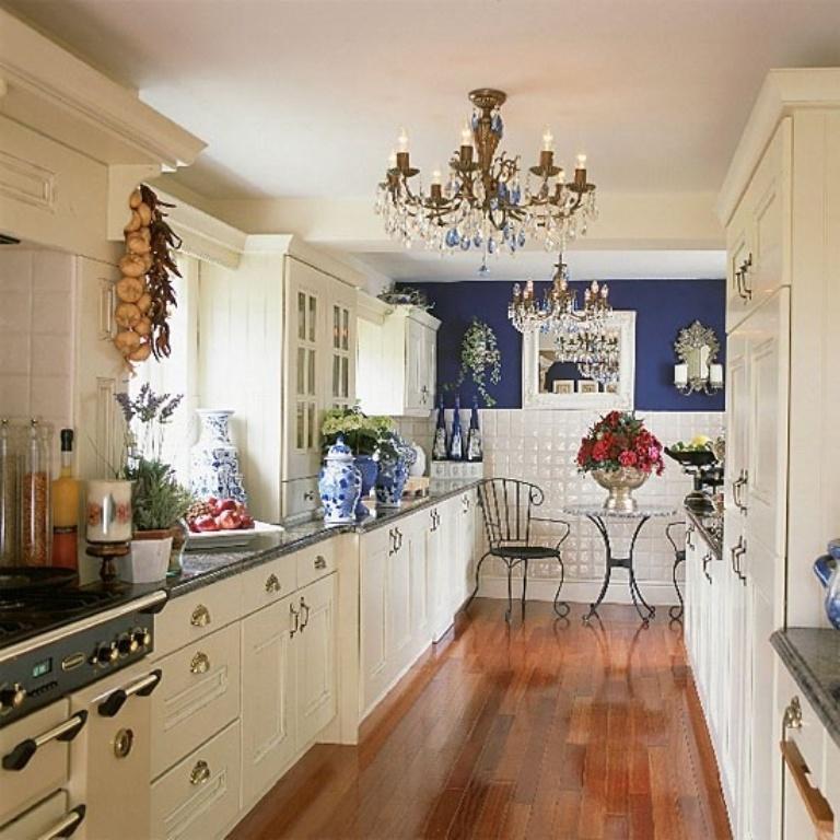 Mẫu phòng bếp nhà ống mang phong cách châu Âu tinh tế