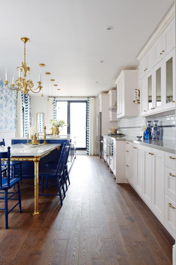 Mẫu phòng bếp nhà ống màu xanh trắng tạo cảm giác tươi mới hiện đại