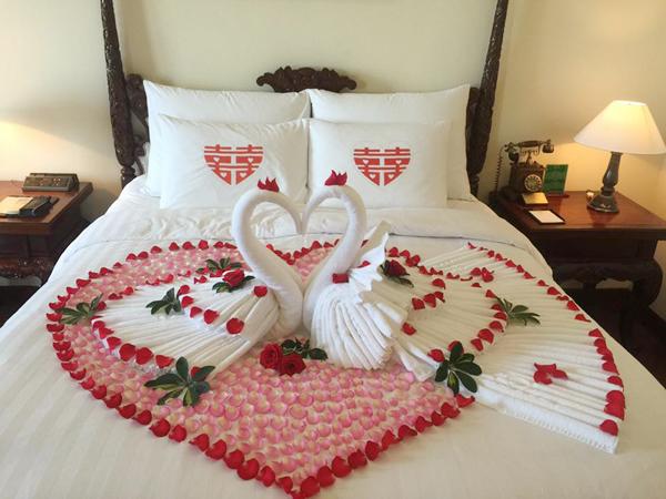 trang trí phòng cưới bằng hoa hồng 3
