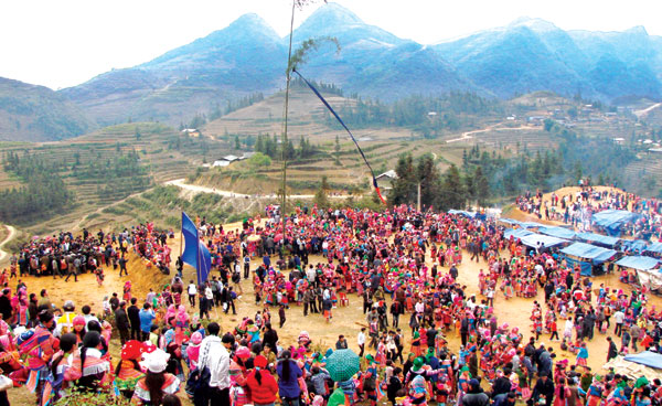 Lễ hội Sải Sán của đồng bào Mông
