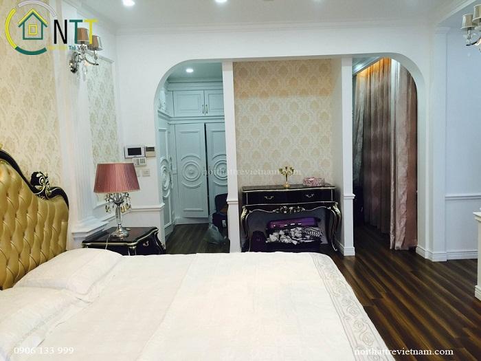 Không gian phòng ngủ sang trọng với phong cách tân cổ điển