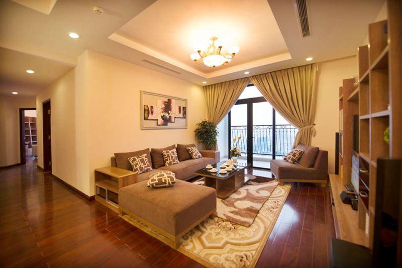 Phòng khách được thiết kế rất sang trọng