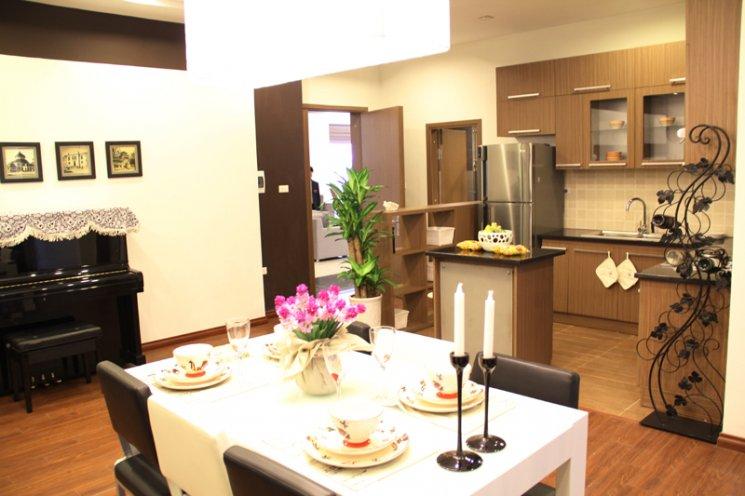 Phòng bếp sử dụng gỗ sồi cao cấp tự nhiên