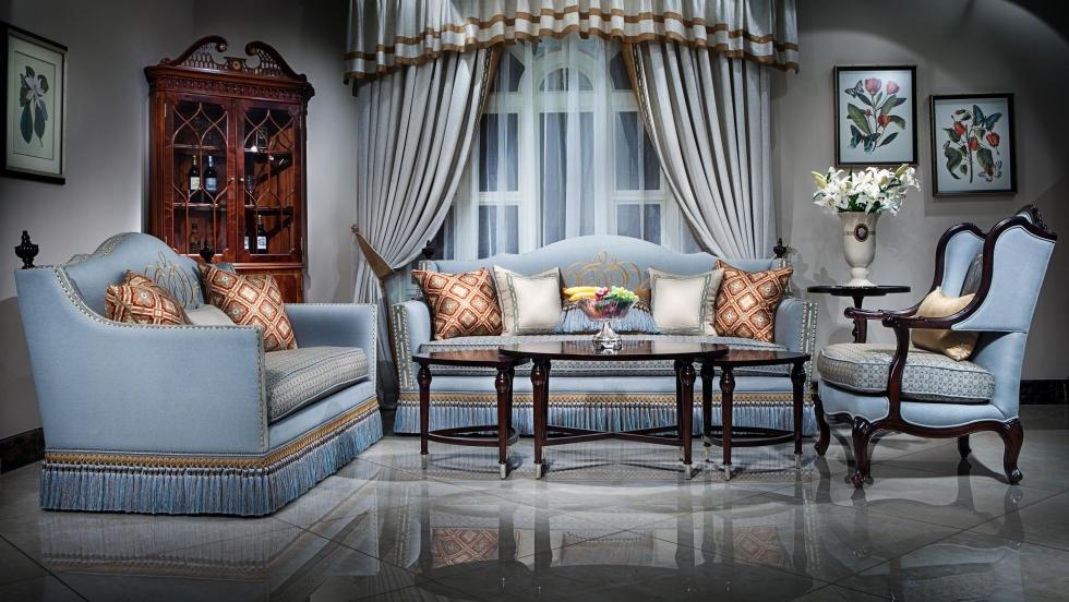 Mẫu 4: Ghế sofa cổ điển màu xanh ngọc thanh lịch