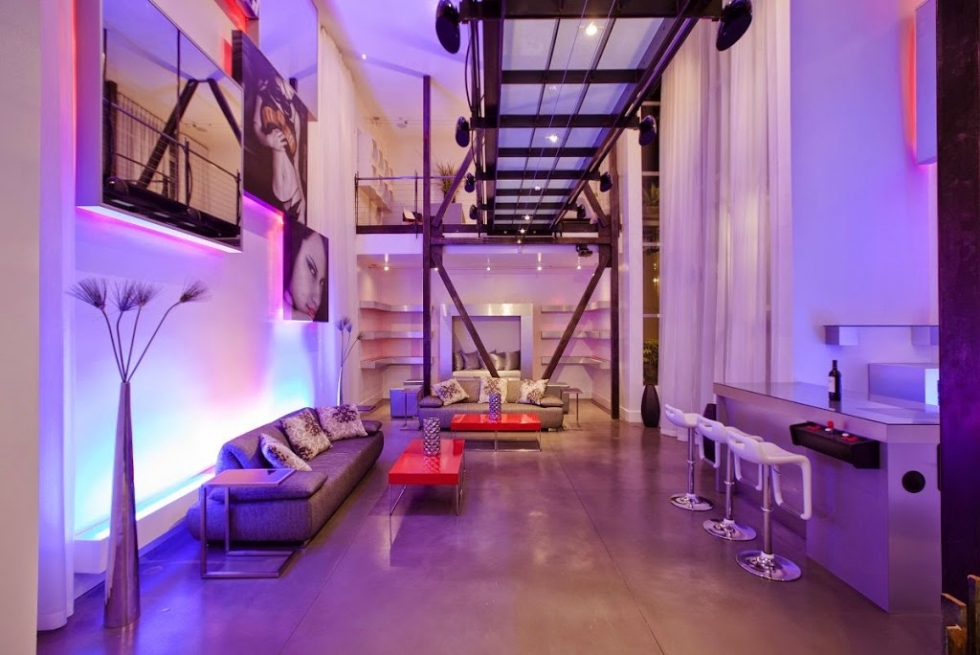 Phòng khách chung cư trang trí toàn bộ nội thất màu tím