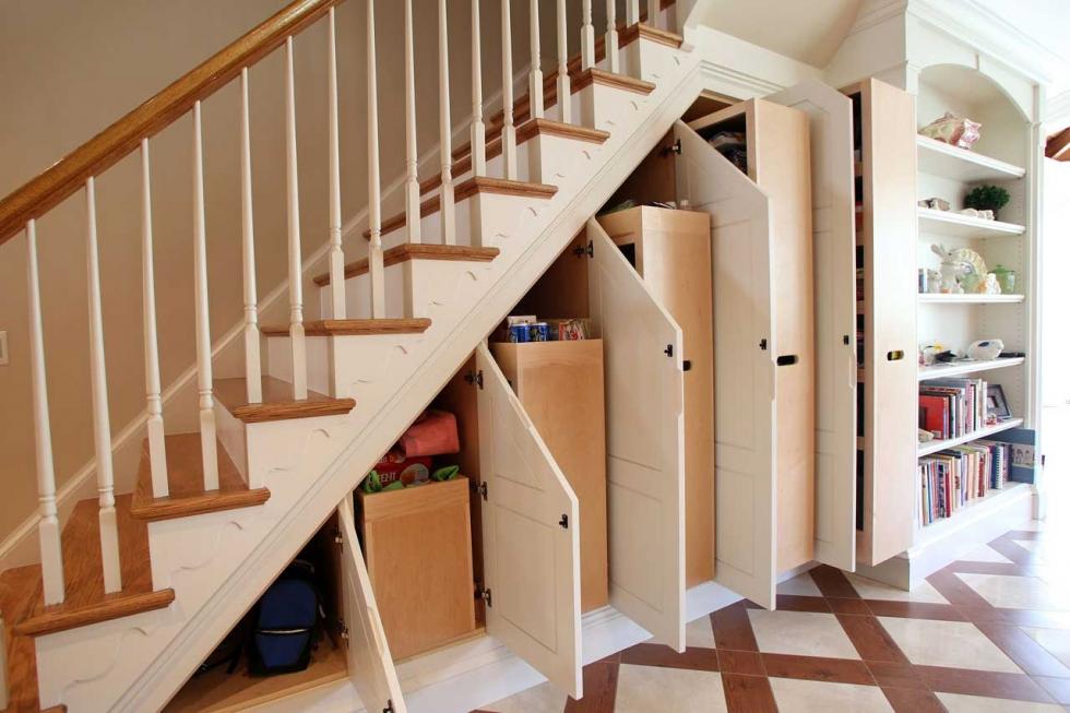 Gầm cầu thang tận dụng làm tủ đựng đồ