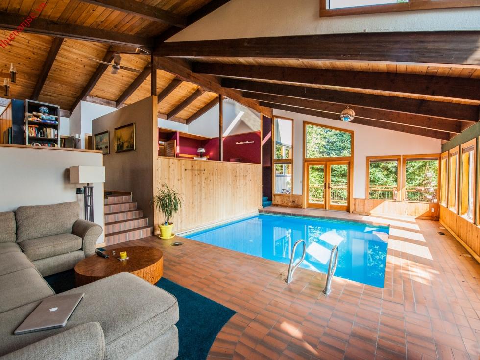 Xây bể bơi nhỏ trong nhà