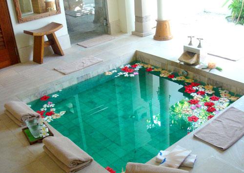 Xây bể bơi trong nhà nhỏ