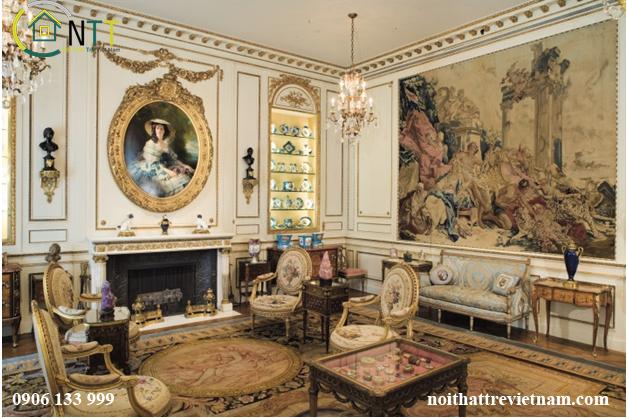 Nội thất phòng khách kiểu Pháp được trang trí bằng những bức tranh nghệ thuật