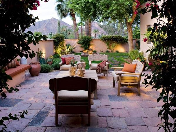 Sân vườn là không gian không thể thiếu trong thiết kế nội thất Địa Trung Hải