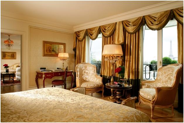 Phòng ngủ tân cổ điển với màu vàng đặc trưng