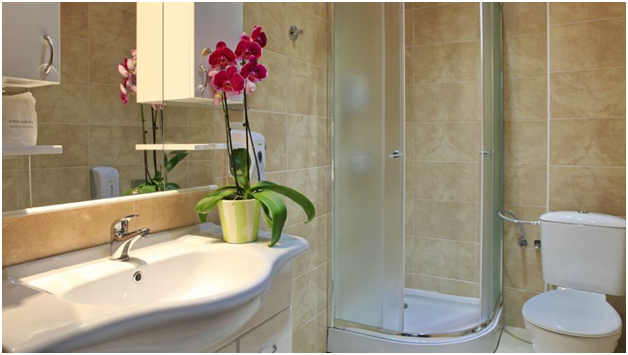 Một mẫu phòng tắm tối ưu từng m2 trong khách sạn