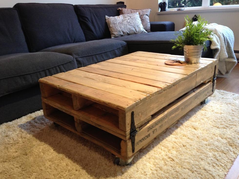 Bàn gỗ dạng hộp cho căn hộ Vintage