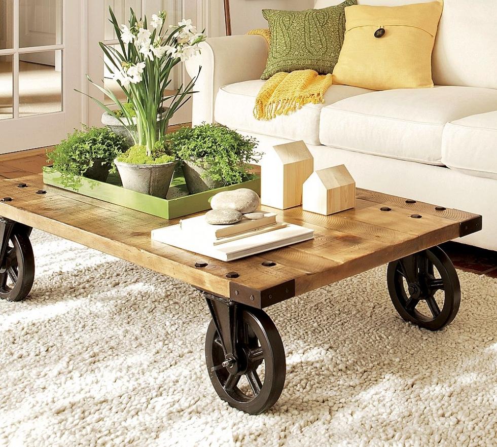 Bàn gỗ với bánh xe tiện di chuyển