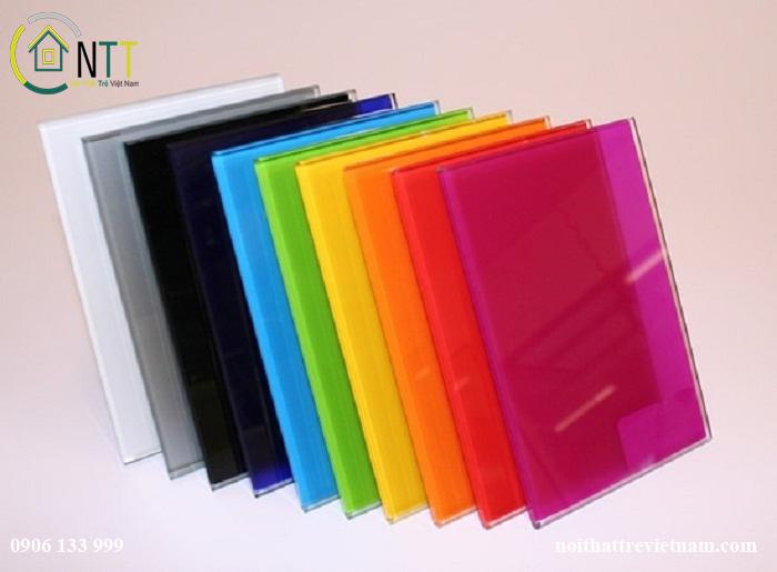 Kính màu trang trí có màu sắc rất đa dạng, phù hợp với nhiều không gian khác nhau trong nhà